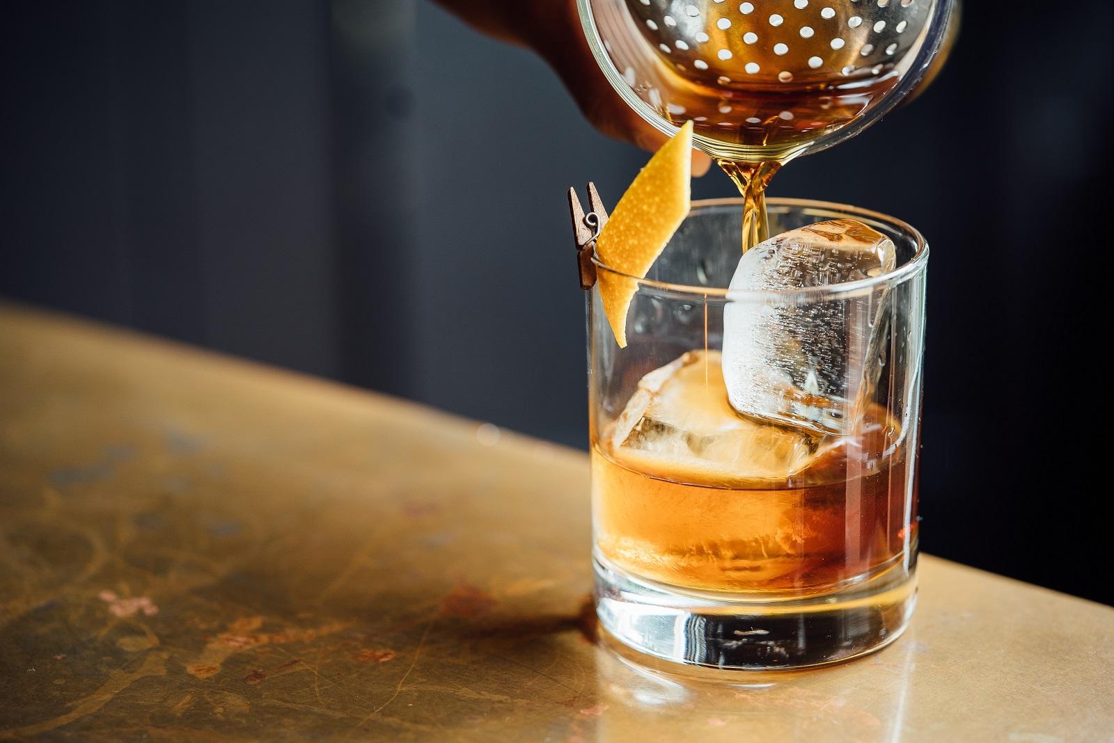 bar drink jungbarkeeper barkeeper